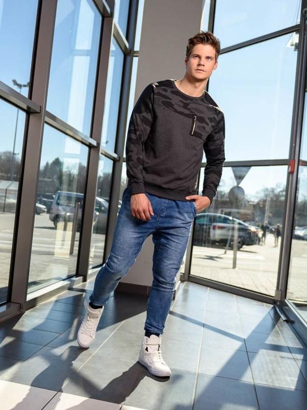 Stylizacja nr 211 - bluza bez kaptura, spodnie jeansowe baggy, buty sneakersy