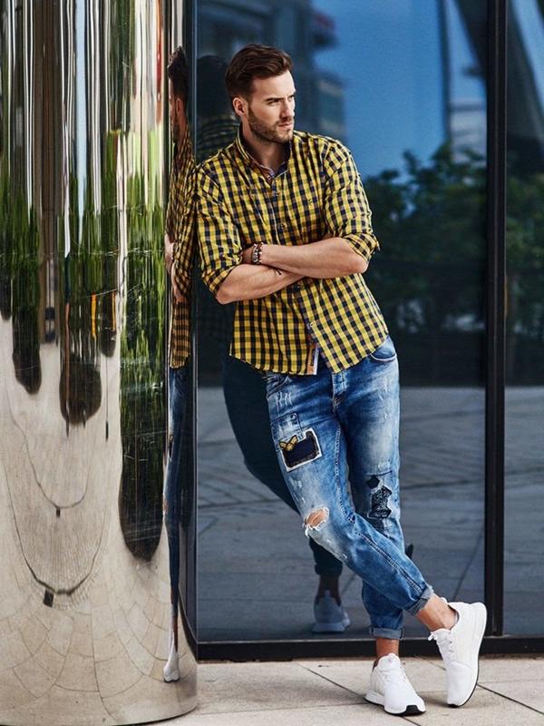 Stylizacja nr 274 - bransoletka skórzana, koszula w kratę, spodnie jeansowe