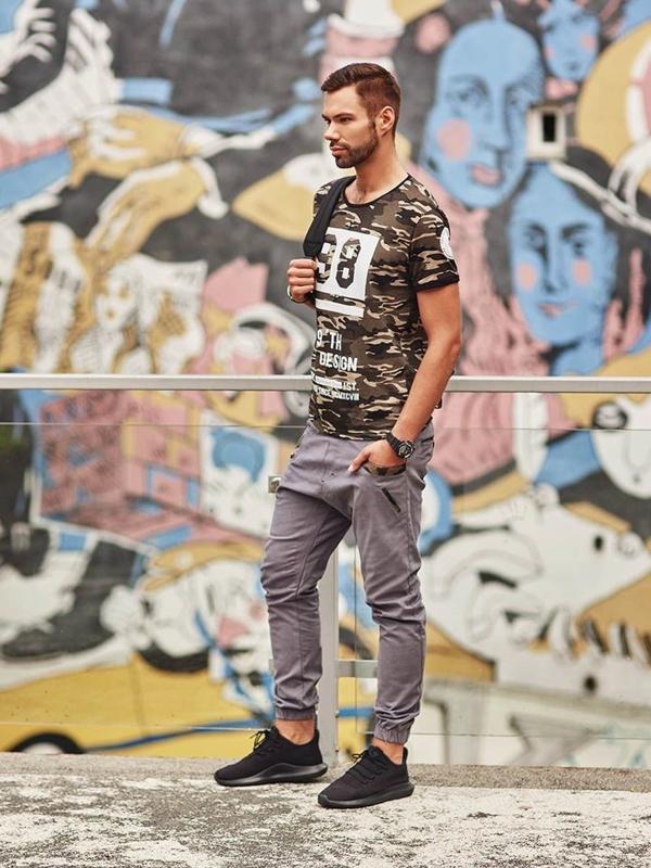 Stylizacja nr 288 - zegarek, T-shirt z nadrukiem, spodnie joggery
