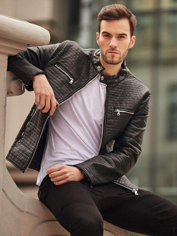 Stylizacja nr 399 - kurtka skórzana, T-shirt basic, spodnie jeansowe