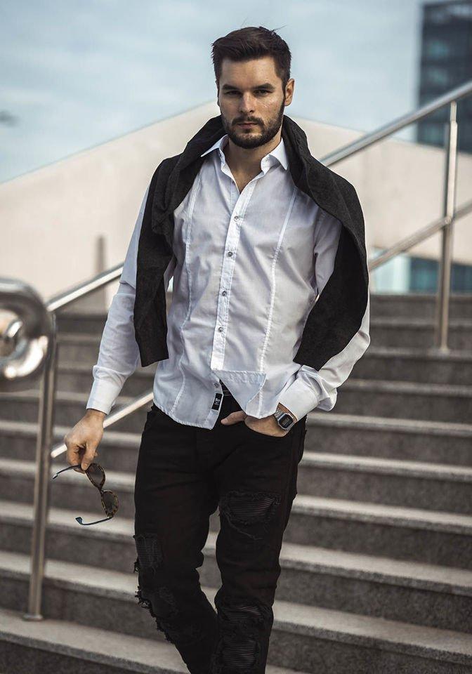 828708bb7065ce Stylizacja nr 190 - sweter w serek, elegancka koszula męska, spodnie joggery