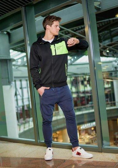Stylizacja nr 168 - bluza z kapturem, spodnie dresowe joggery, buty sportowe
