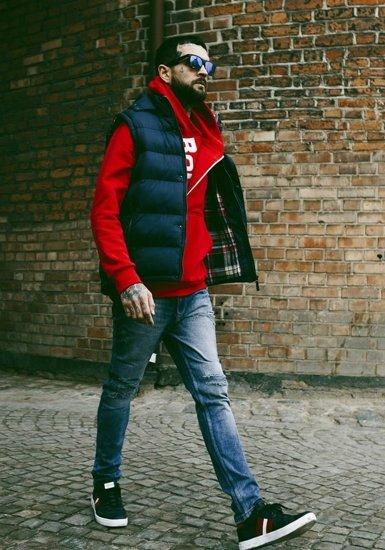 Stylizacja nr 179 - bezrękawnik z kapturem, bluza z kapturem, spodnie jeansowe