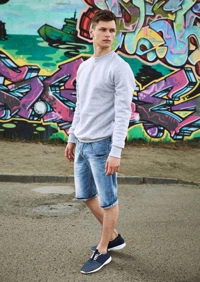 Stylizacja nr 18 - bluza, krótkie spodenki, buty