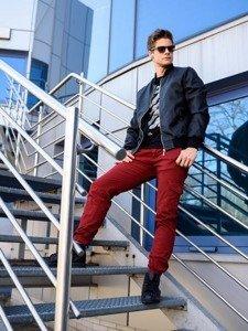 Stylizacja nr 212 - kurtka skórzana, T-shirt z nadrukiem, spodnie bojówki, buty sneakersy